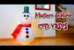 Muñeco de nieve con vasos de plástico | Manualidades fáciles para Navidad
