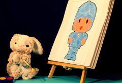Tim se divierte pintando a Pocoyó